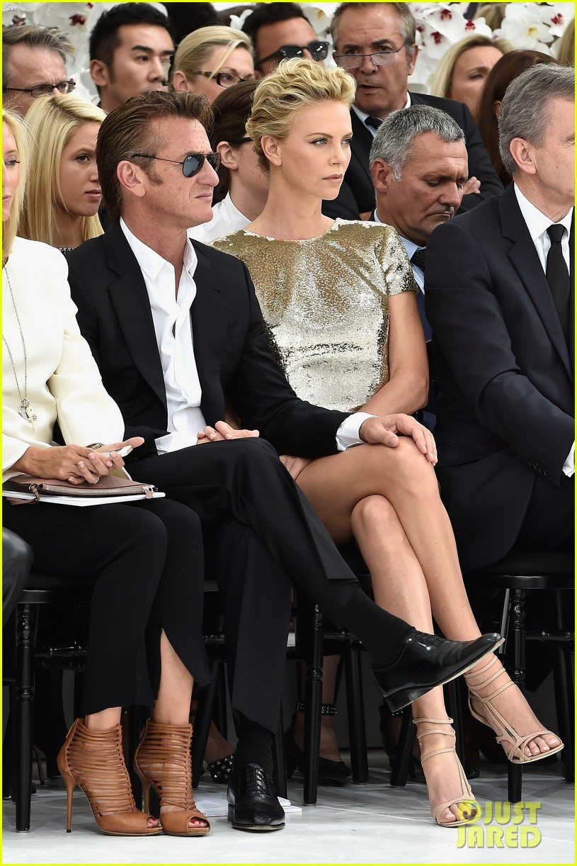 charlize theron sean penn christian dior fashion show 05