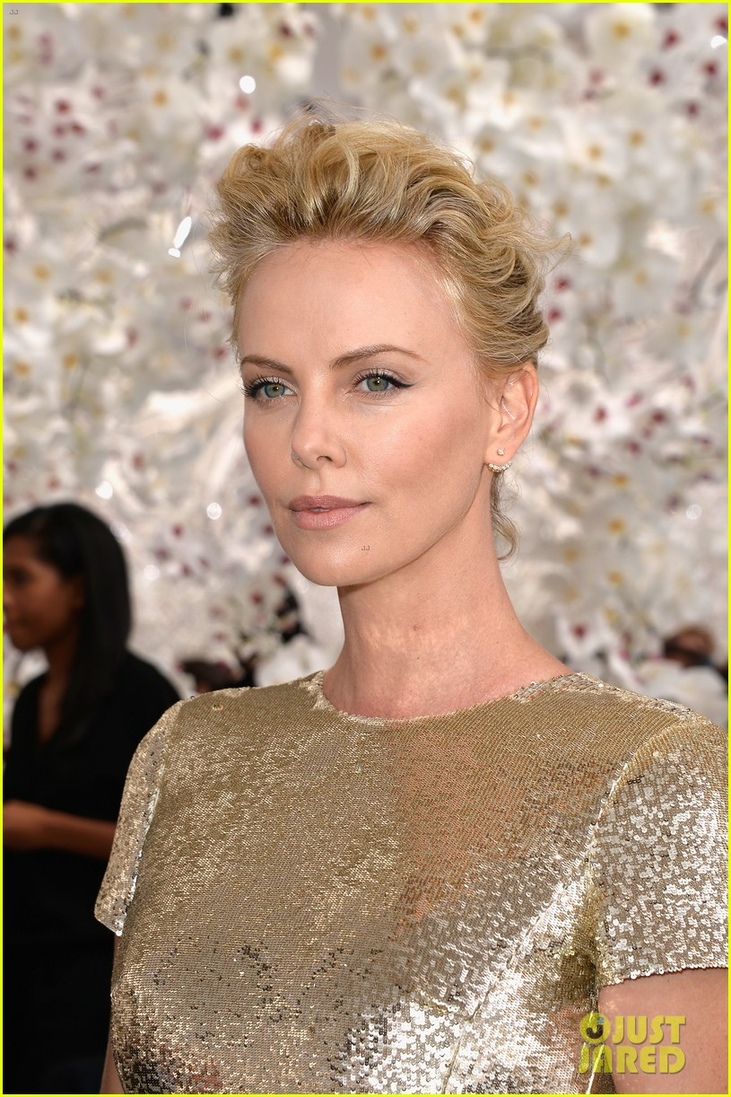 charlize theron sean penn christian dior fashion show 123150953