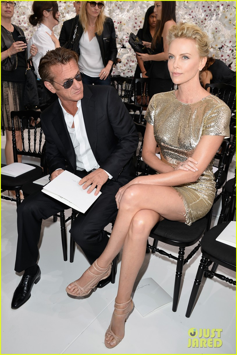 charlize theron sean penn christian dior fashion show 133150954