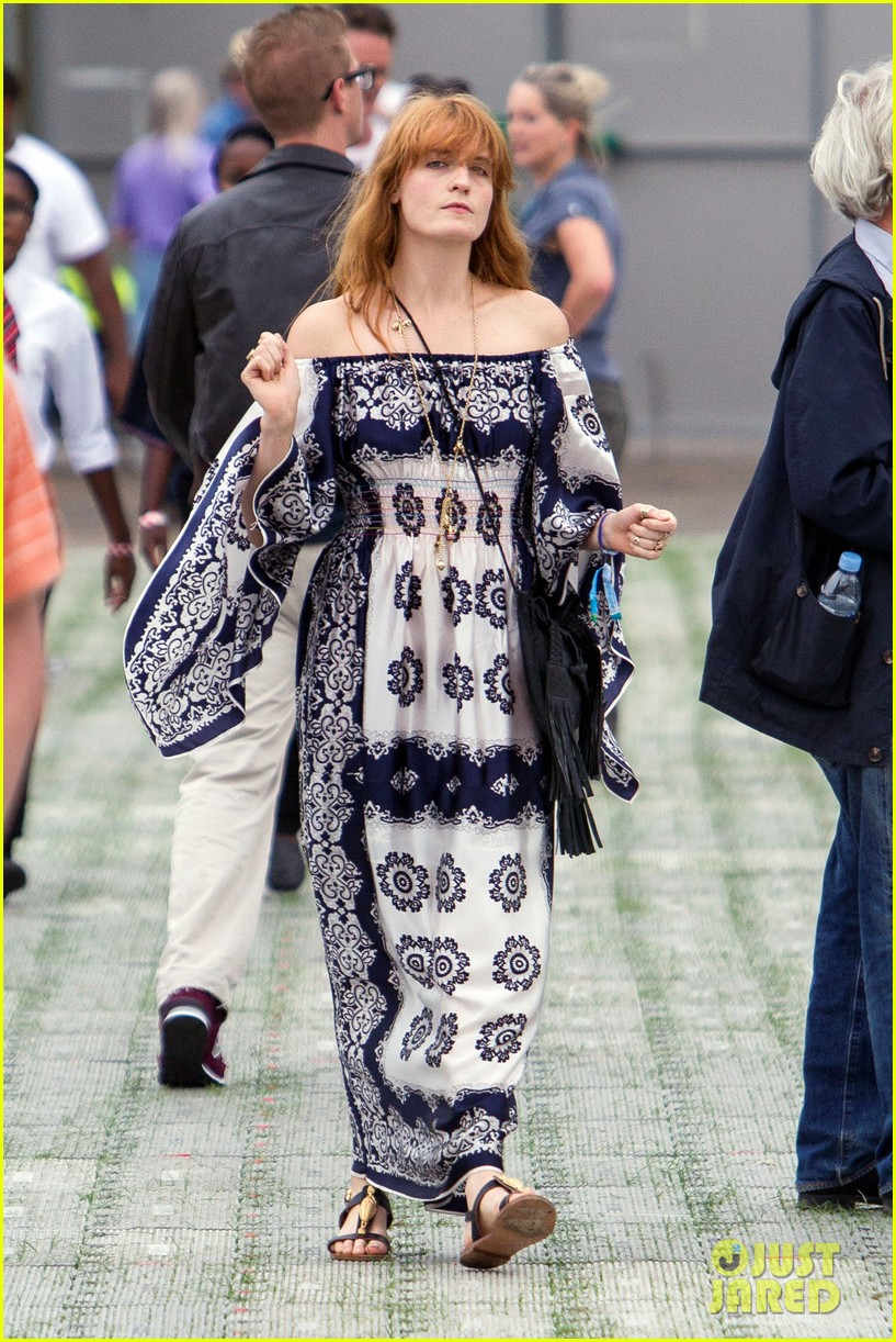 Full Sized Photo of florence welch channels her inner ...