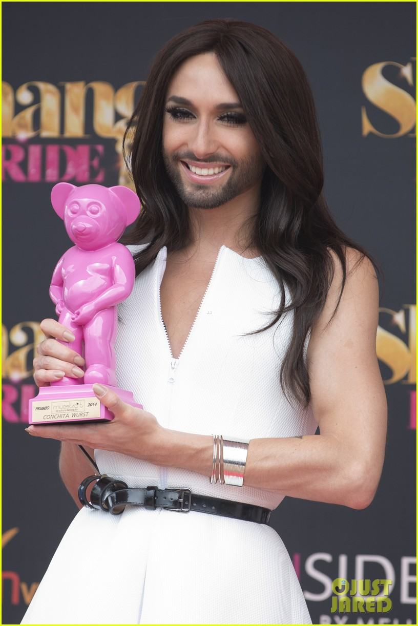 bearded drag queen conchita wurst receives pride award 10