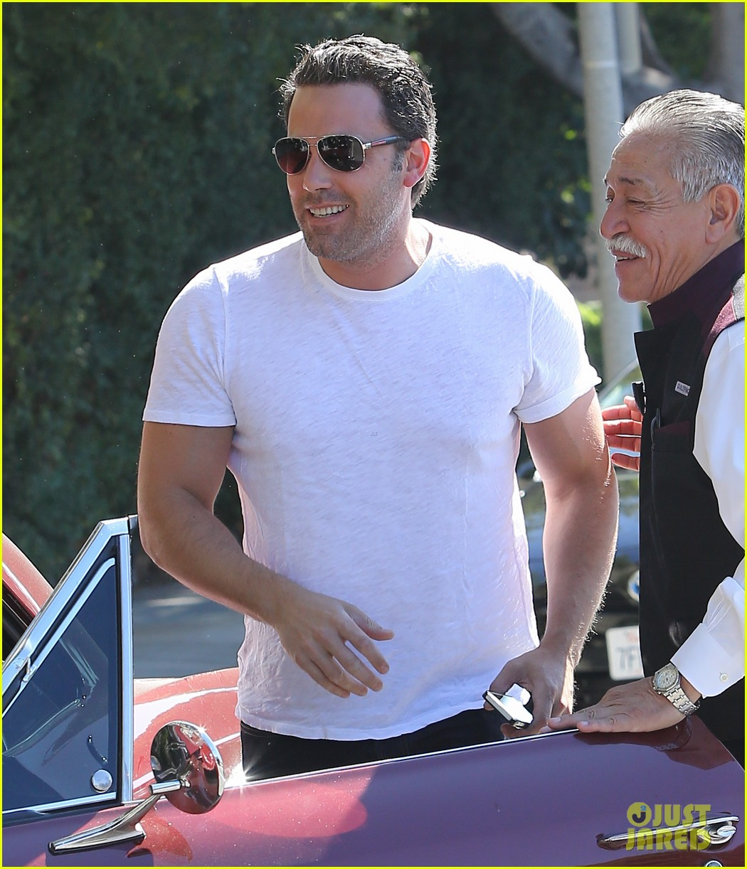 ben affleck helps boost sales for detroit t shirts 02