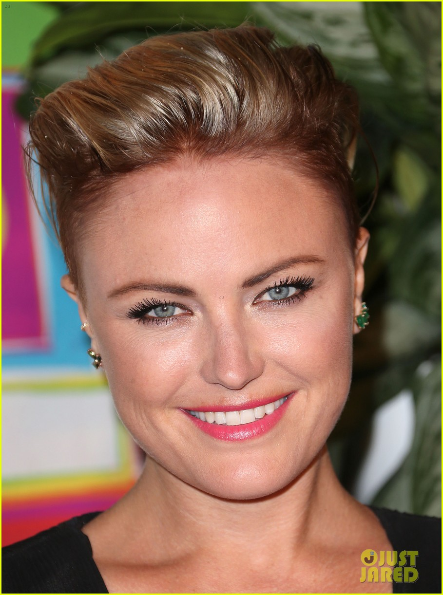 Malin Akerman Debuts New Short Haircut At Hbos Emmys 2014 After