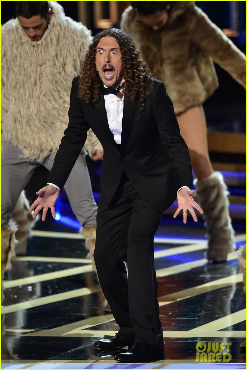 weird al sings lyrics to lyricless television theme songs emmys 2014 083183773
