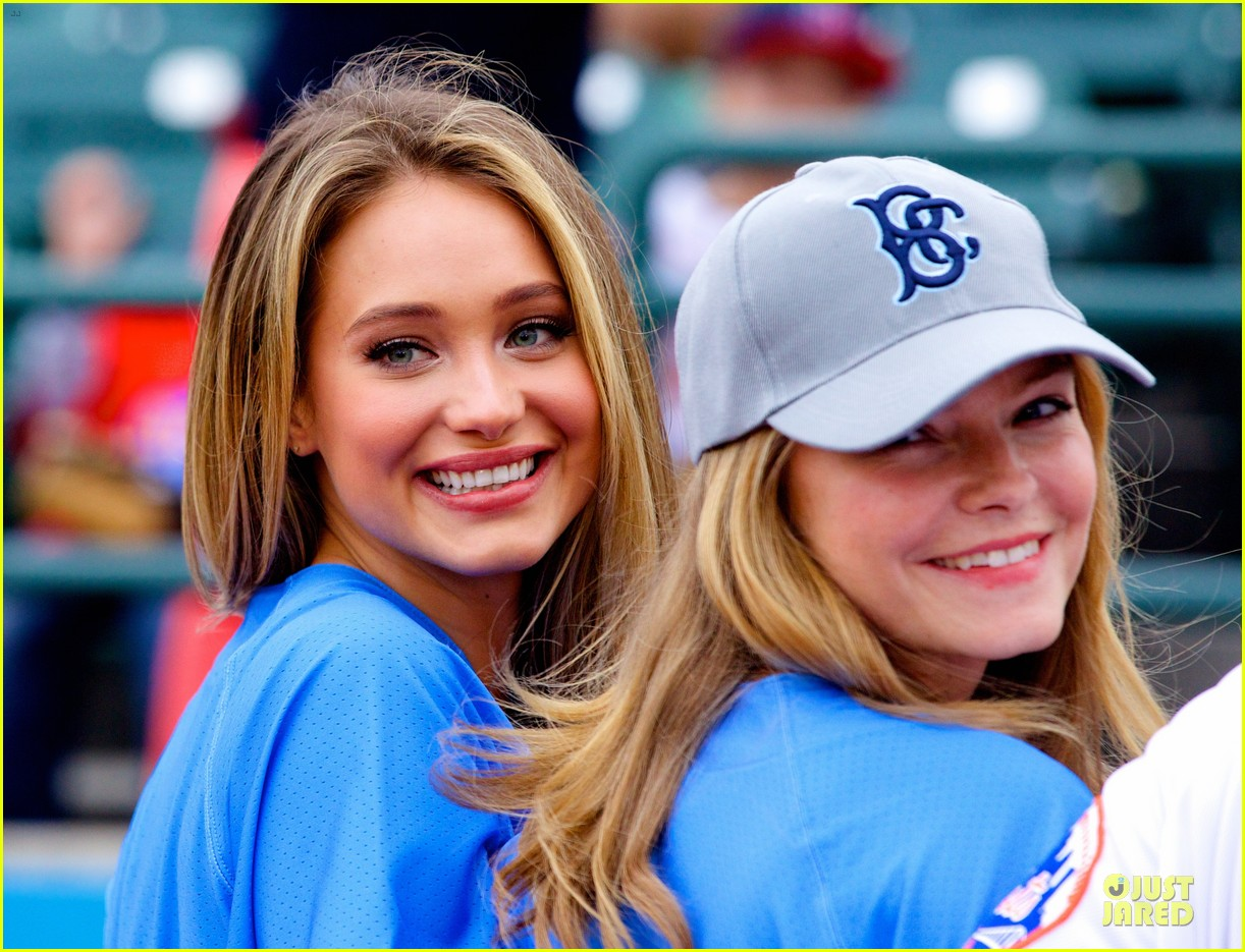 lily aldridge gigi hadid throw out first pitch at baseball game 26