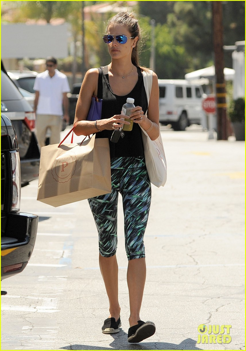 alessandra ambrosio back in la after venice film festival 12