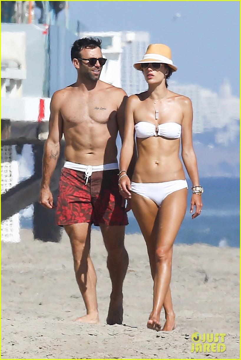 alessandra ambrosio amazing bikini body 093184288