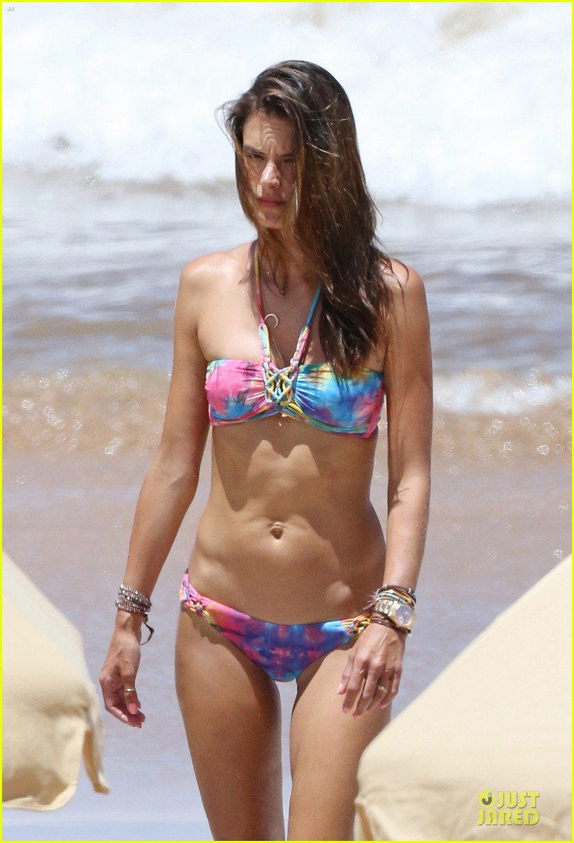 alessandra ambrosio captures vacation moments on waterproof camera 043177276