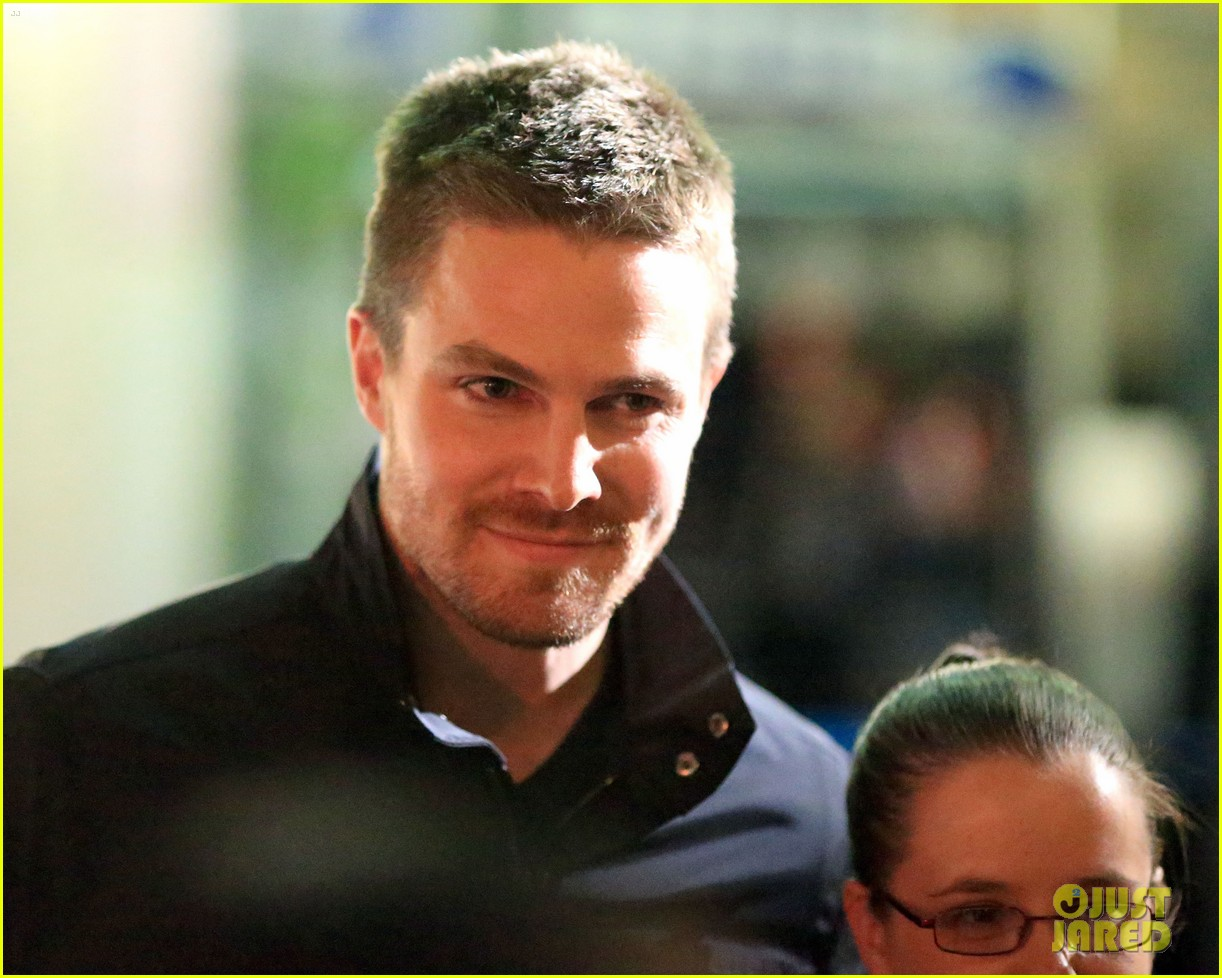 stephen amell filmed an arrow scene that was two years in the making 023181005