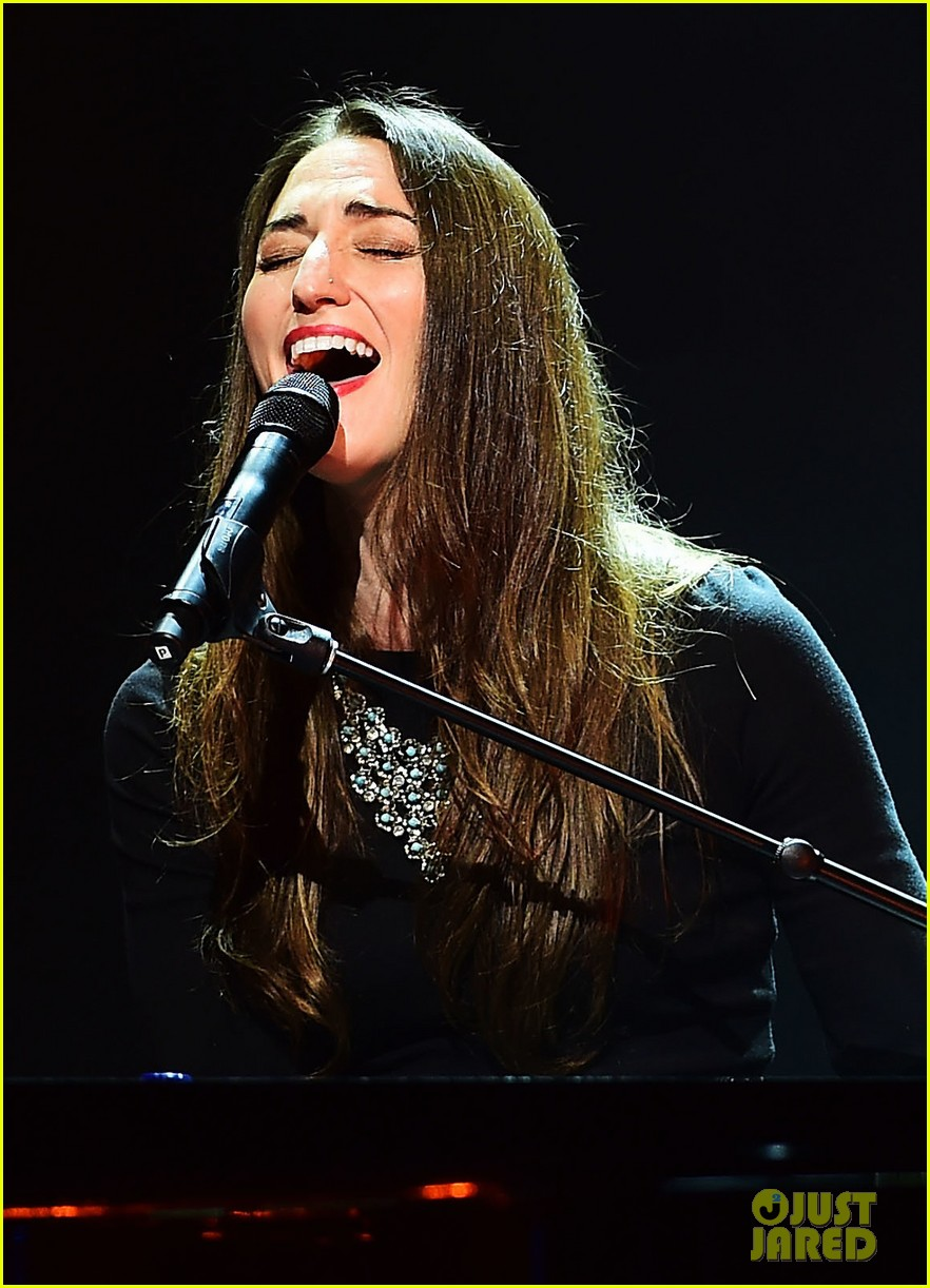 sara bareilles final little black dress tour show 03