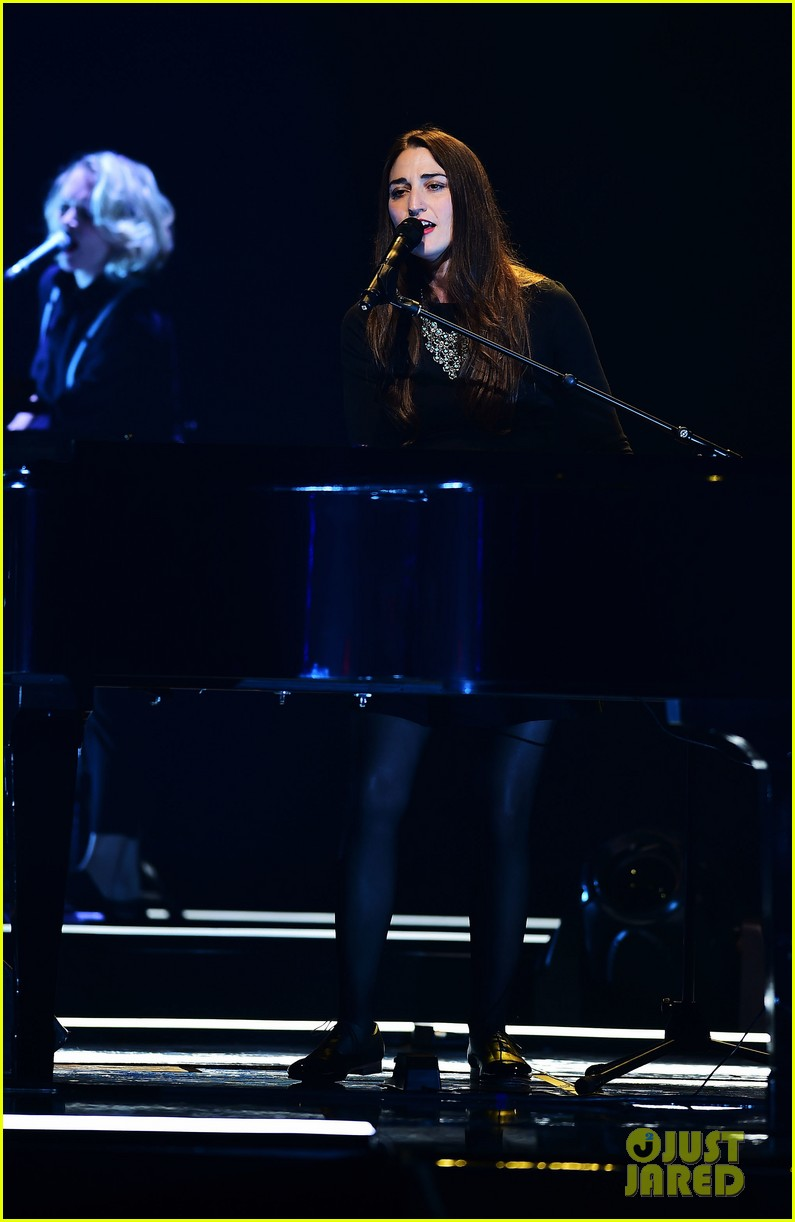 sara bareilles final little black dress tour show 04