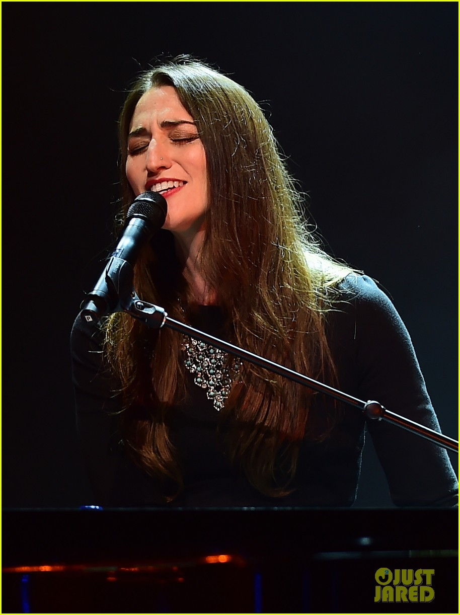 sara bareilles final little black dress tour show 07