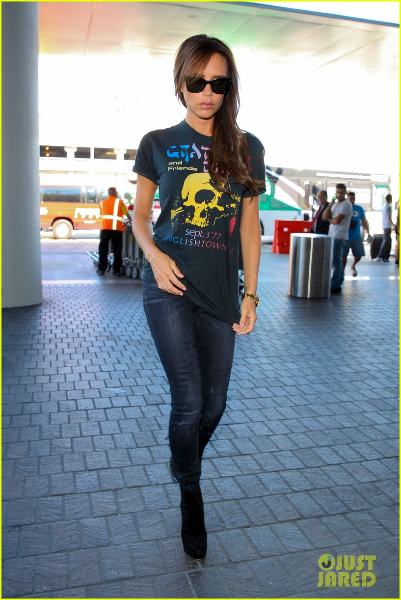 victoria beckham rocks out in grateful dead shirt 093185844
