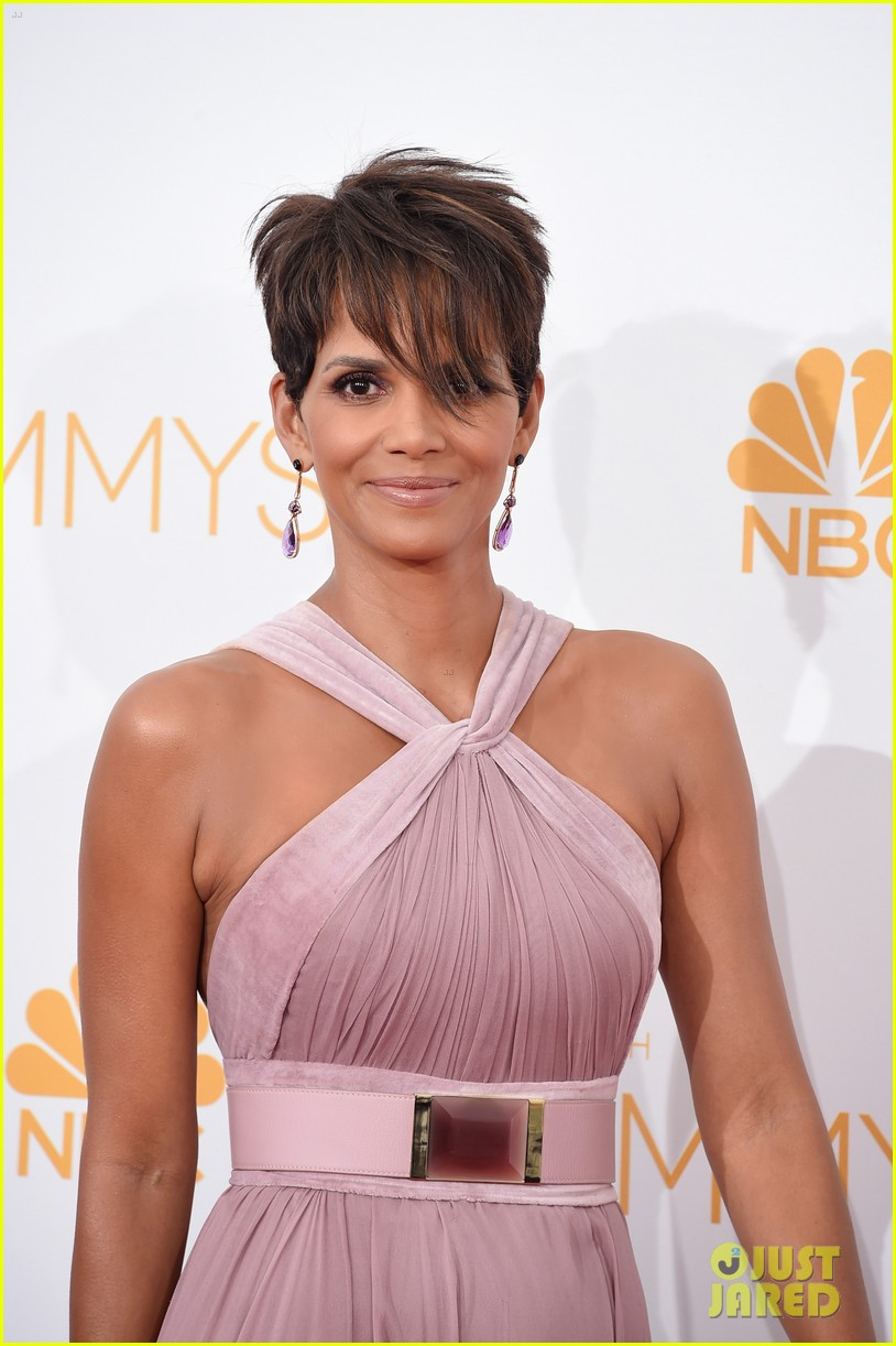 halle berry emmys 2014 083183858