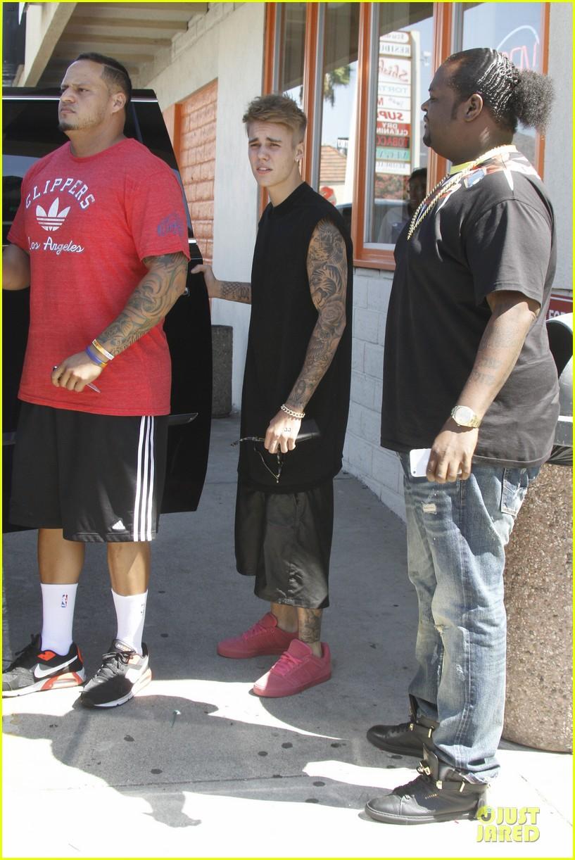 Justin Bieber Amp Bodyguard Get Sued For Alleged Assault By
