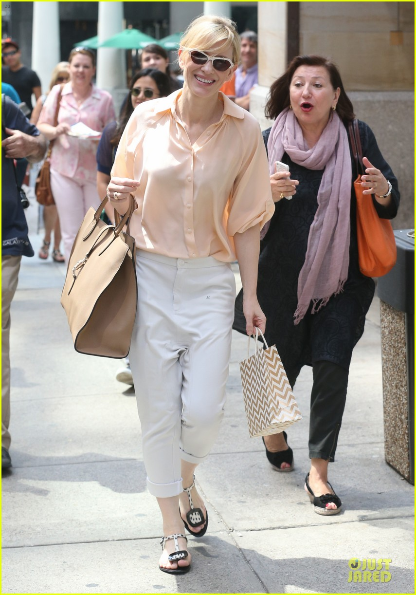 cate blanchett pulls a justin bieber with drop crotch pants 083177574