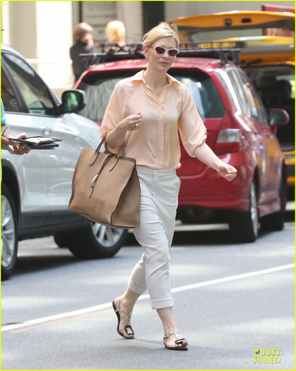 cate blanchett pulls a justin bieber with drop crotch pants 16