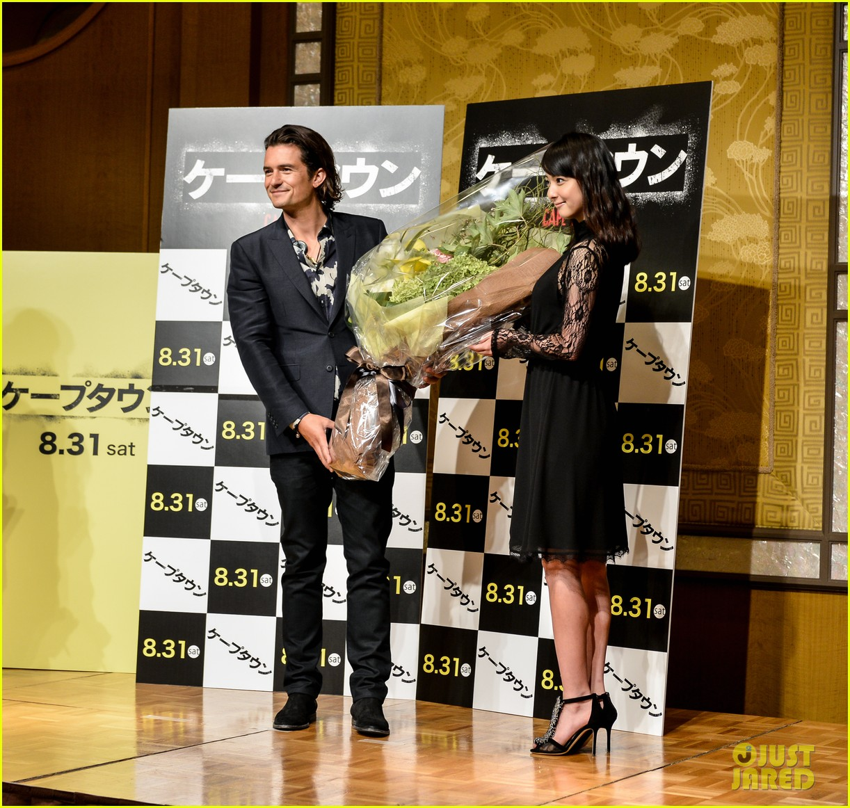 orlando bloom rocks suit at zulu japan 053184543