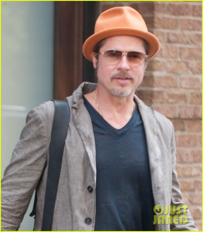 brad pitt wears his favorite orange hat nyc 023187083
