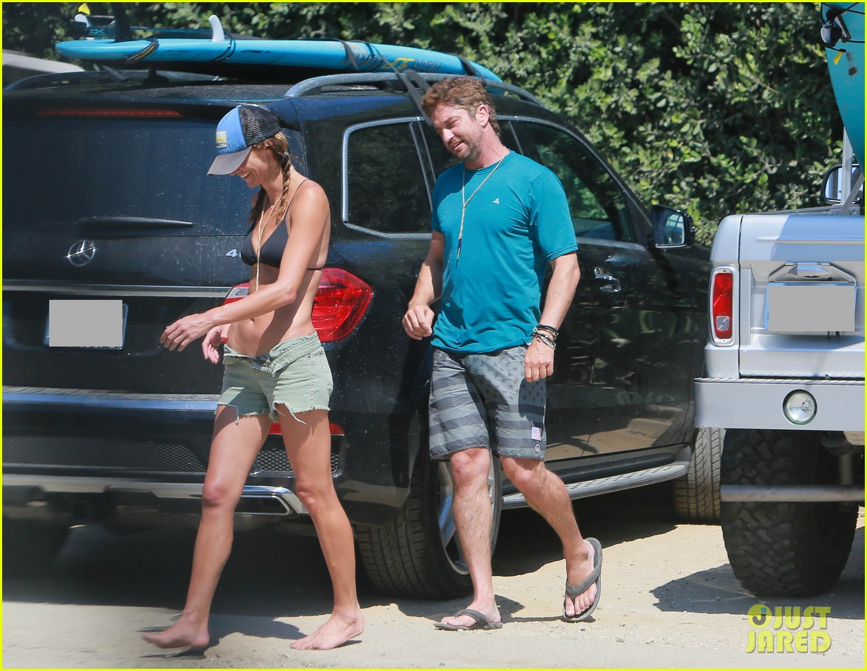 gerard butler cant keep his hands off his mystery girl 12