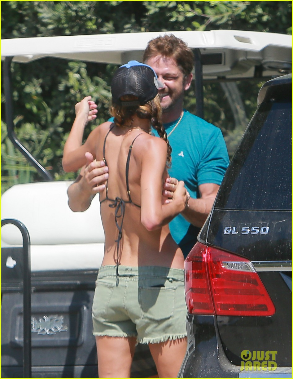 gerard butler cant keep his hands off his mystery girl 28