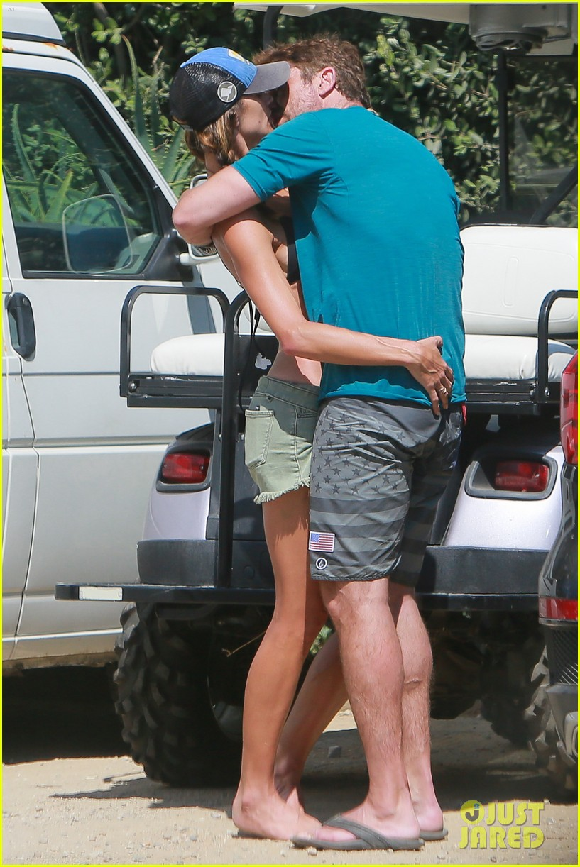 gerard butler cant keep his hands off his mystery girl 543183152