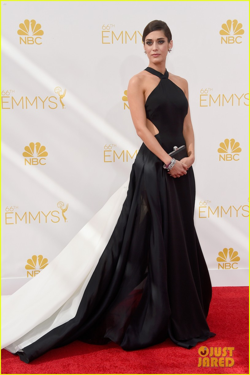 lizzy caplan emmys red carpet 03