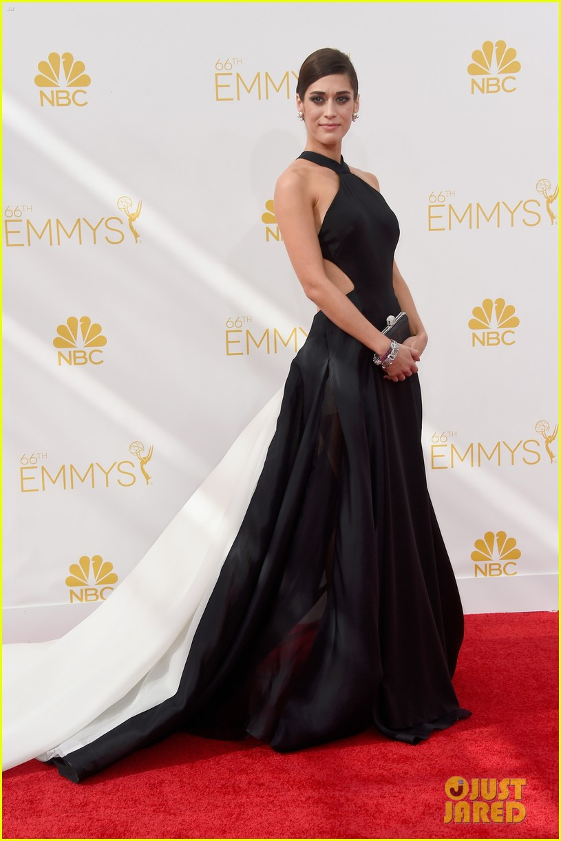 lizzy caplan emmys red carpet 04