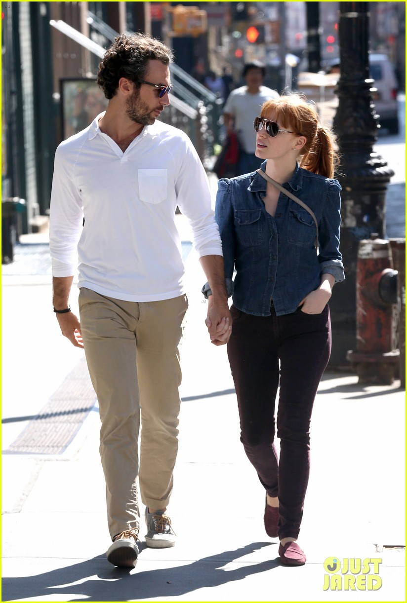 jessica chastain looks fascinated by boyfriend 043183843