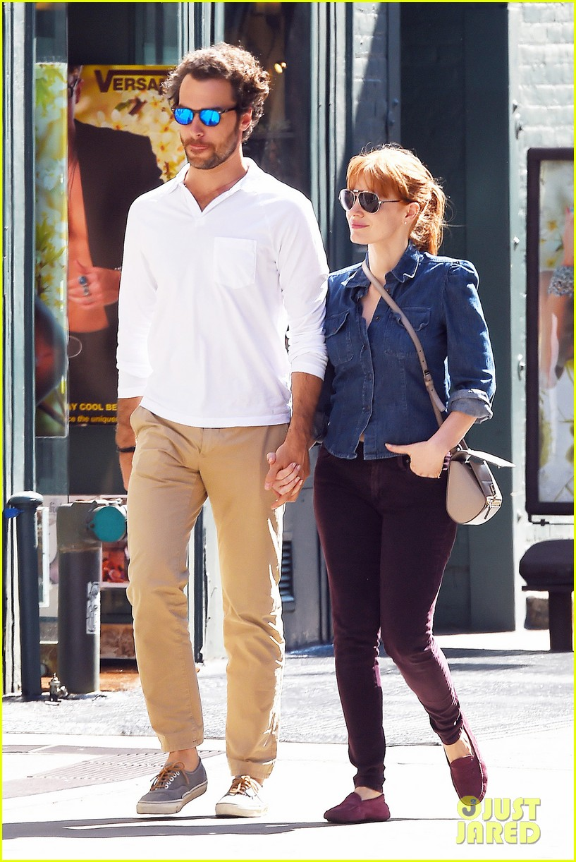 jessica chastain looks fascinated by boyfriend 063183845