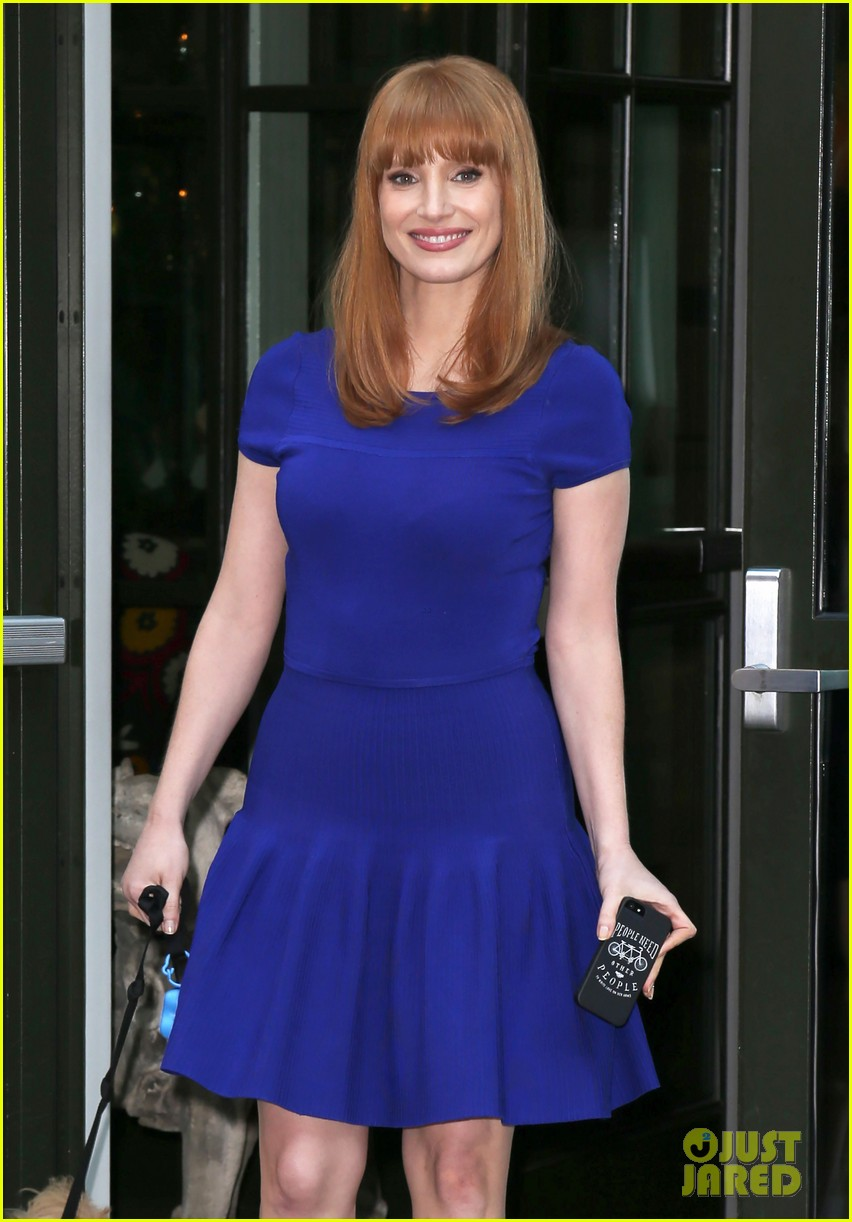 jessica chastain uses the paparazzi to spread a message 11