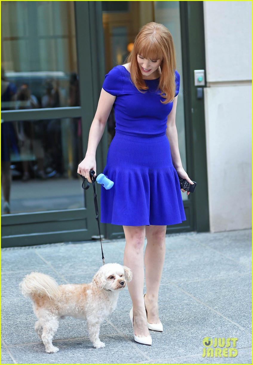 jessica chastain uses the paparazzi to spread a message 16