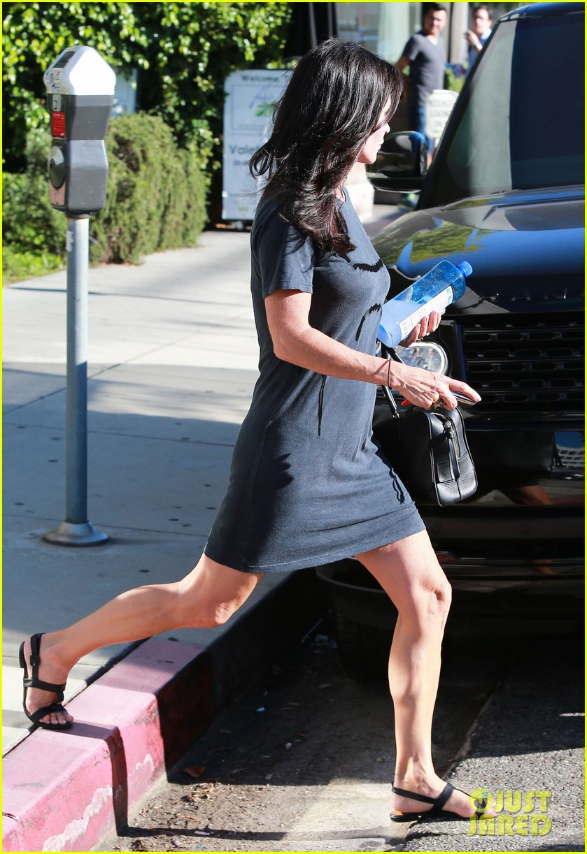 courteney cox steps out after friends ladies reunite 03
