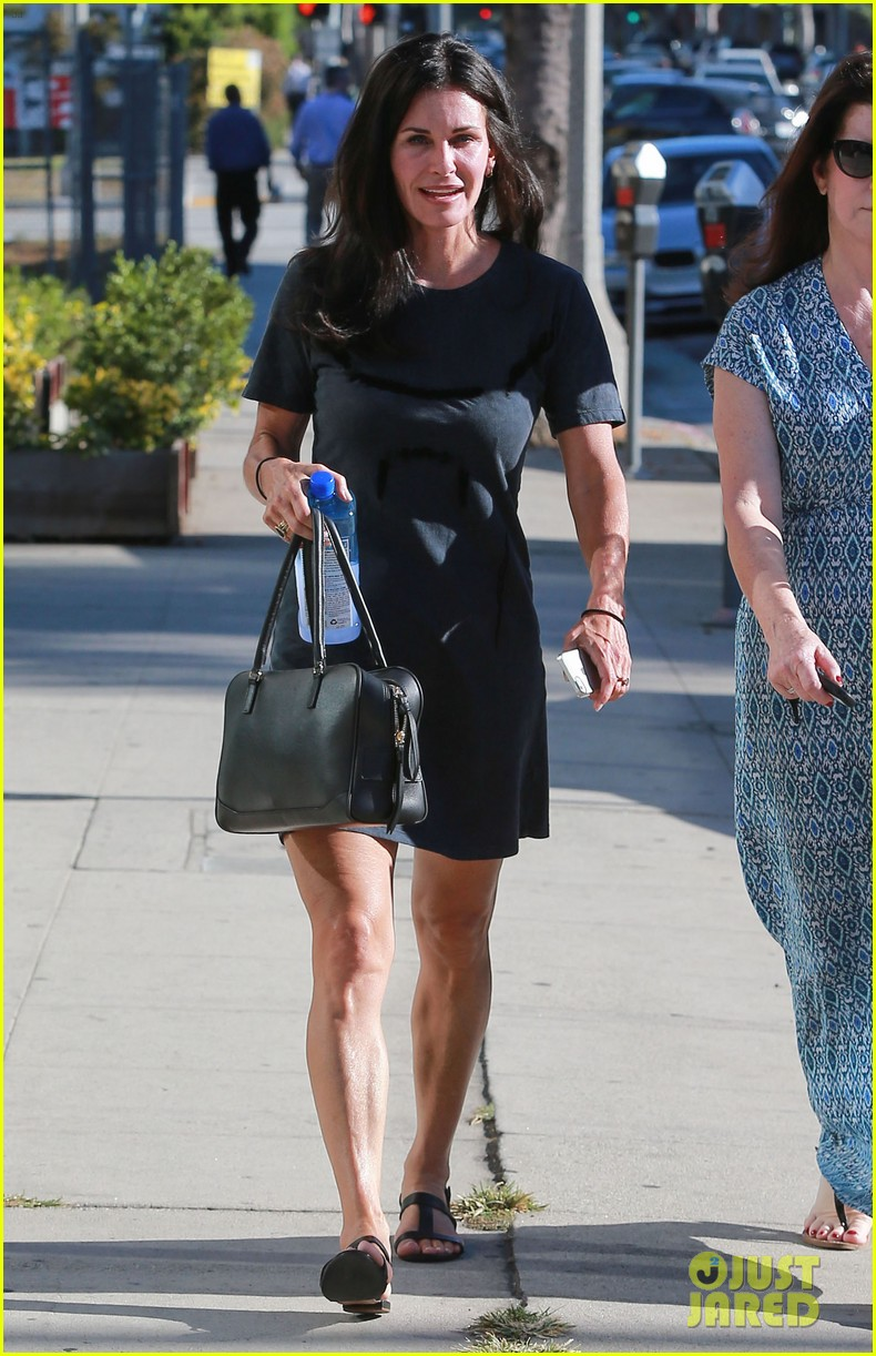 courteney cox steps out after friends ladies reunite 213185812