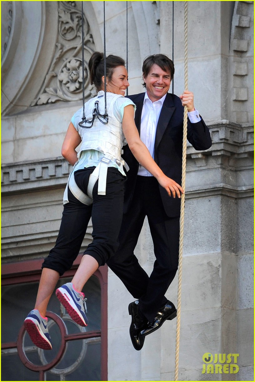 tom cruise hangs in the air with rebecca ferguson 05