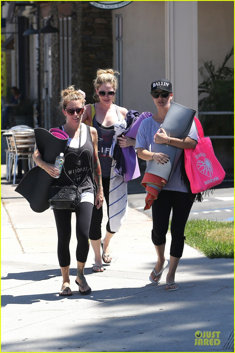 kaley cuoco ballin after getting big bang theory contract 14