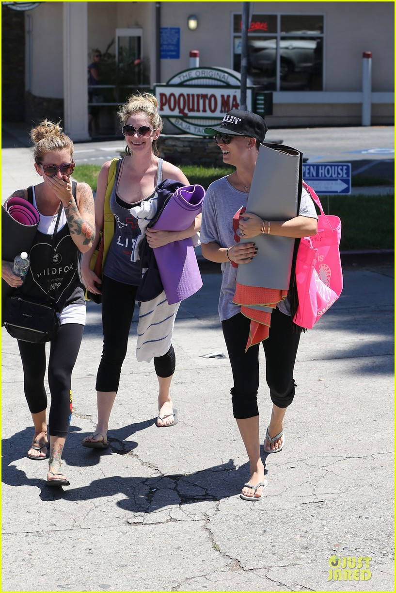 kaley cuoco ballin after getting big bang theory contract 19