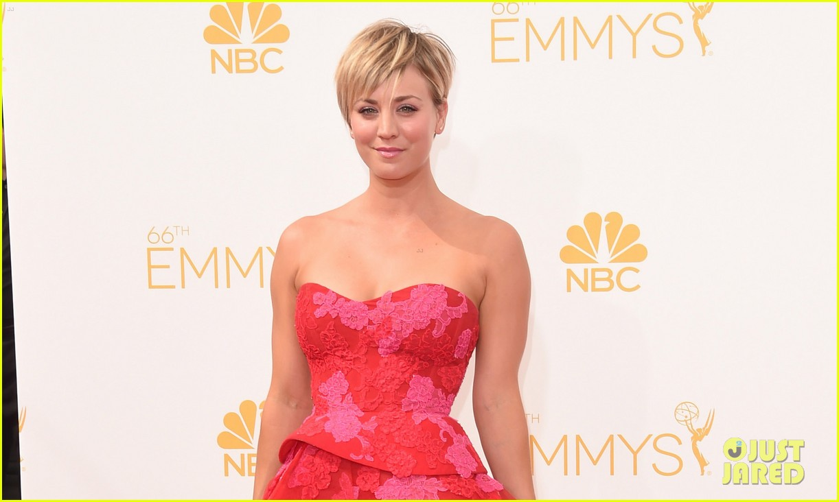 kaley cuoco ryan sweeting emmys 2014 red carpet 02