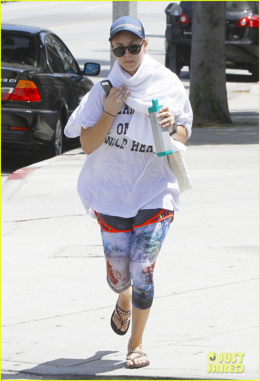 kaley cuoco runs out of yoga with a towel around her neck 093179605