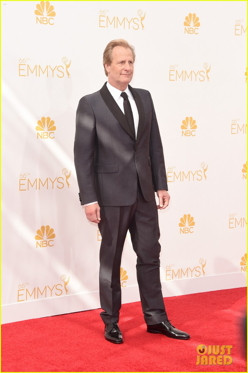 liev schreiber jeff daniels emmy awards red carpet 053183729