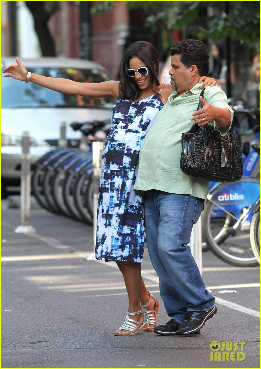 rosario dawson luis guzman compare their big bellies 013178630