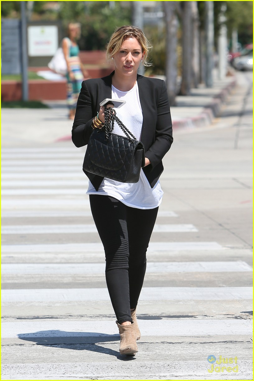 hilary duff steps out after new song 10