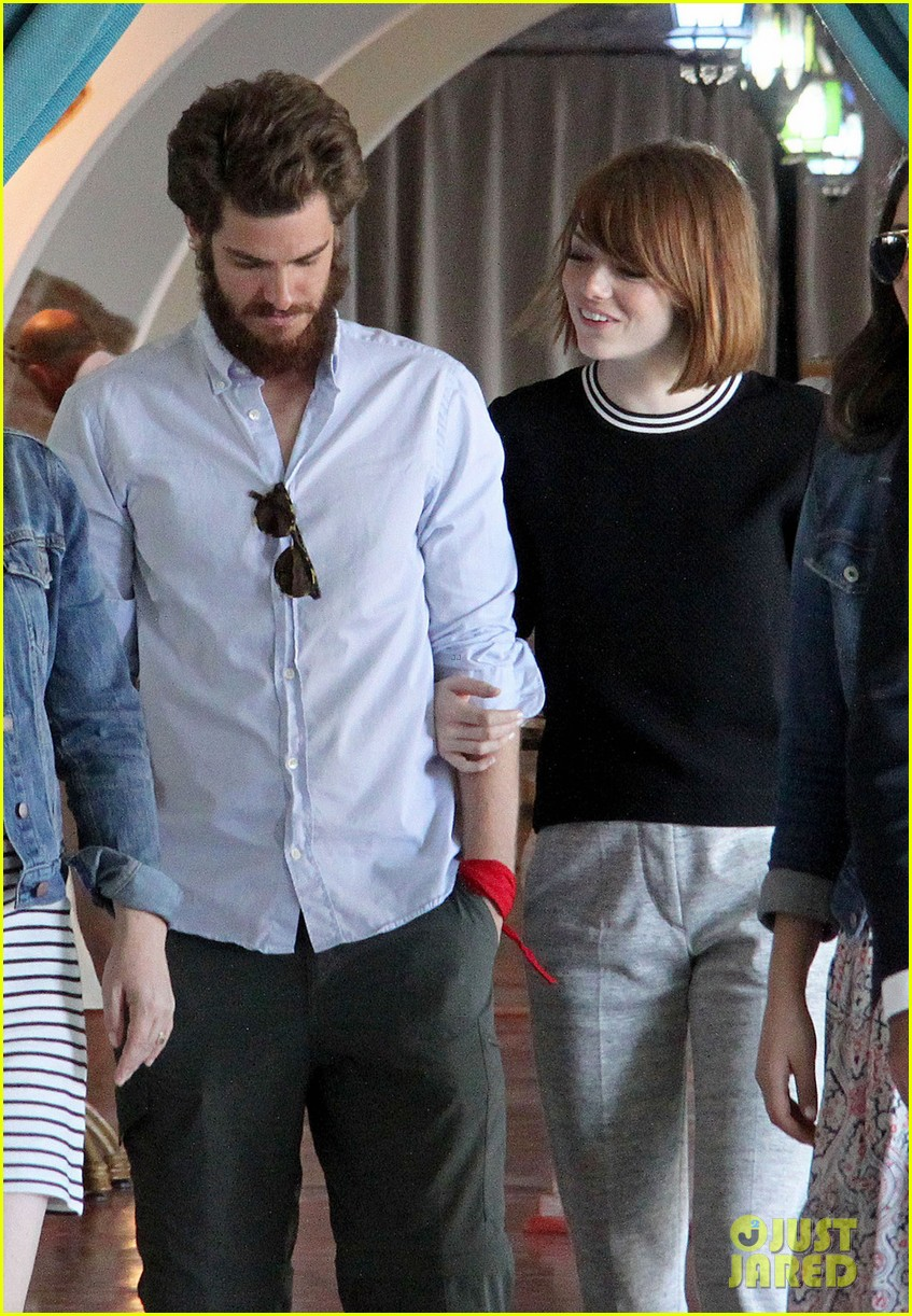 emma stone andrew garfield arm in arm lunch venice 033185535