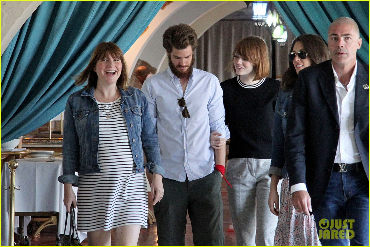 emma stone andrew garfield arm in arm lunch venice 063185538