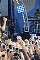 enrique iglesias brings down the house at gma 07