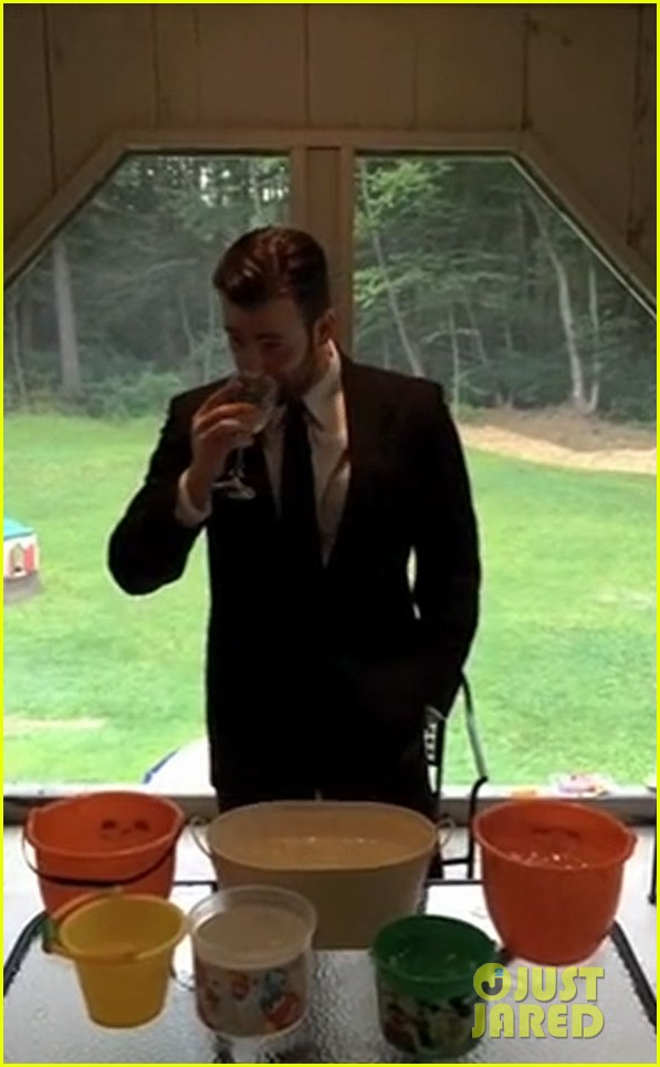 chris evans ice bucket challenge 03