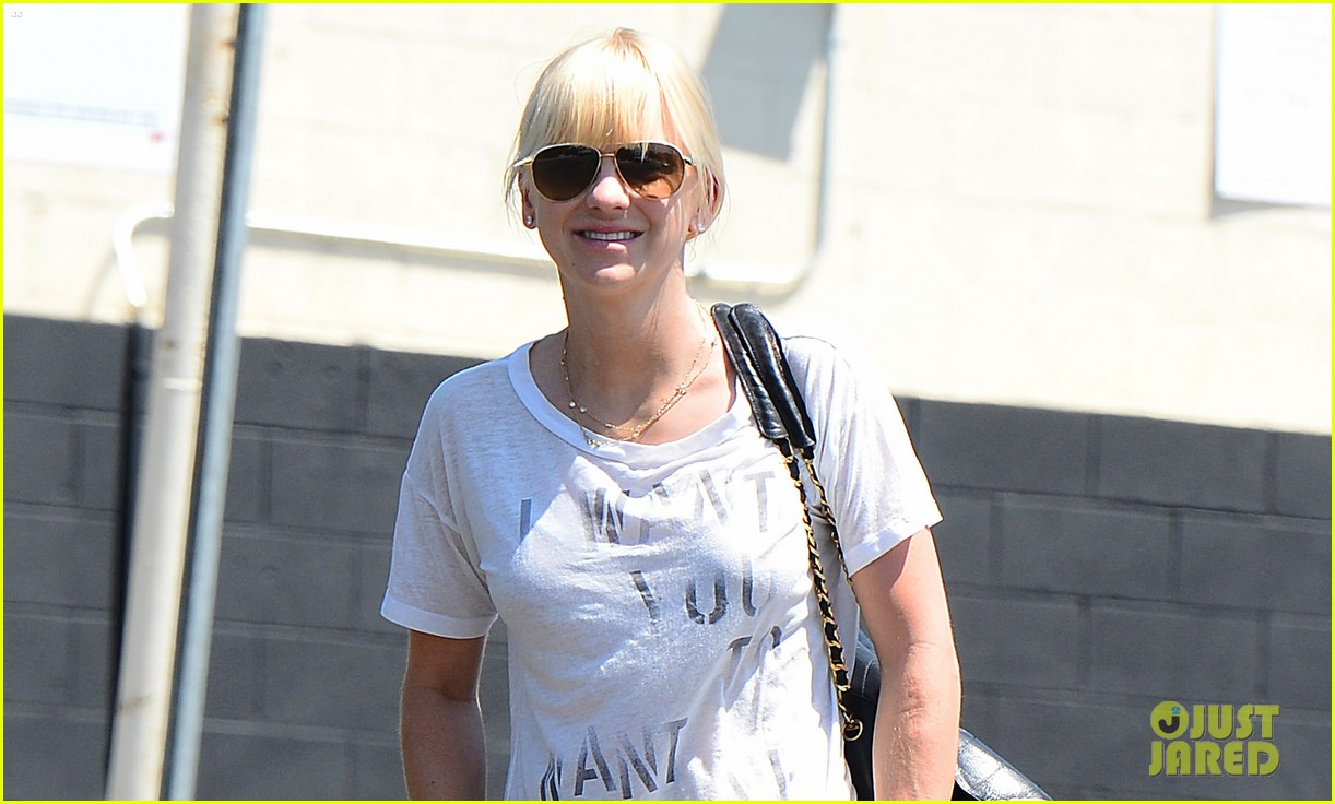 anna faris mom returns in just about a month 03