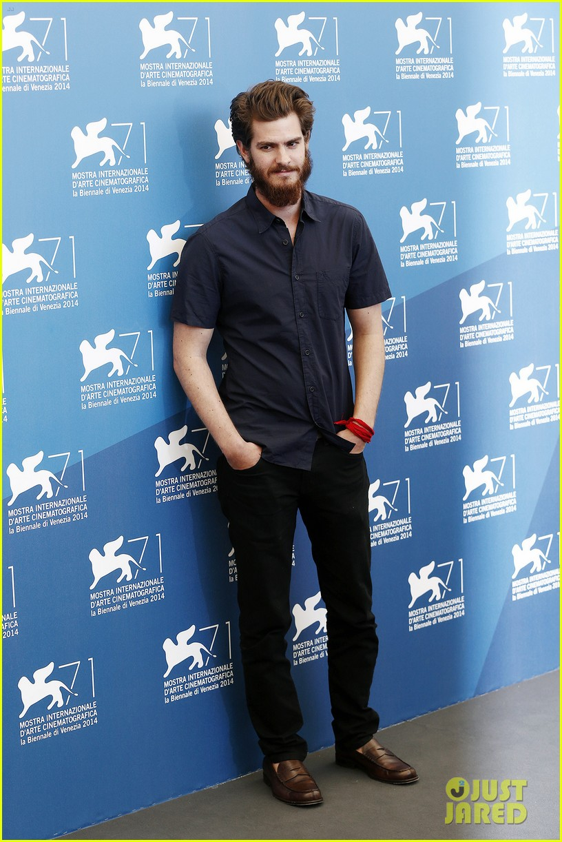 andrew garfield does press with his big bushy beard 083186060
