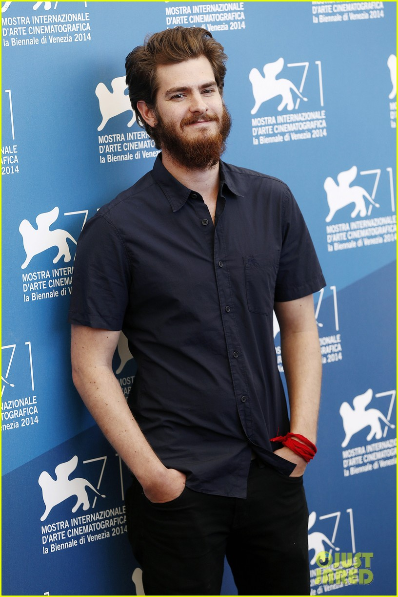 andrew garfield does press with his big bushy beard 11