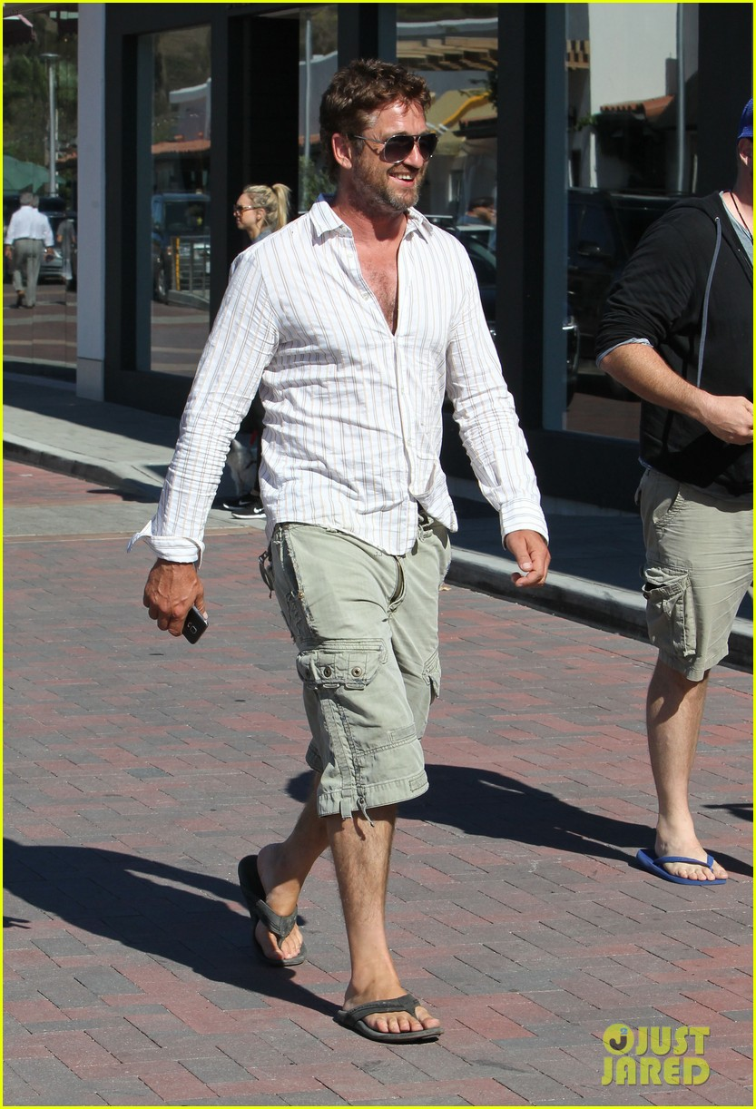 gerard butler chest hair shopping malibu 03
